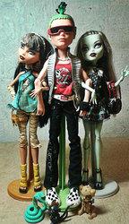 Продаю кукол Monster High базовые
