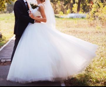Продам своё свадебное платье надевалось один раз,  фабричное,  Италия...